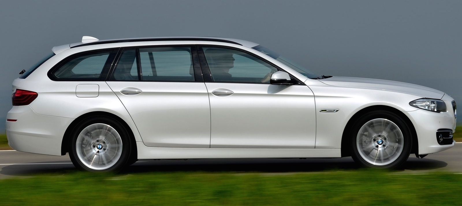 BMW-520d_Touring_2015_1600x1200_wallpaper_15